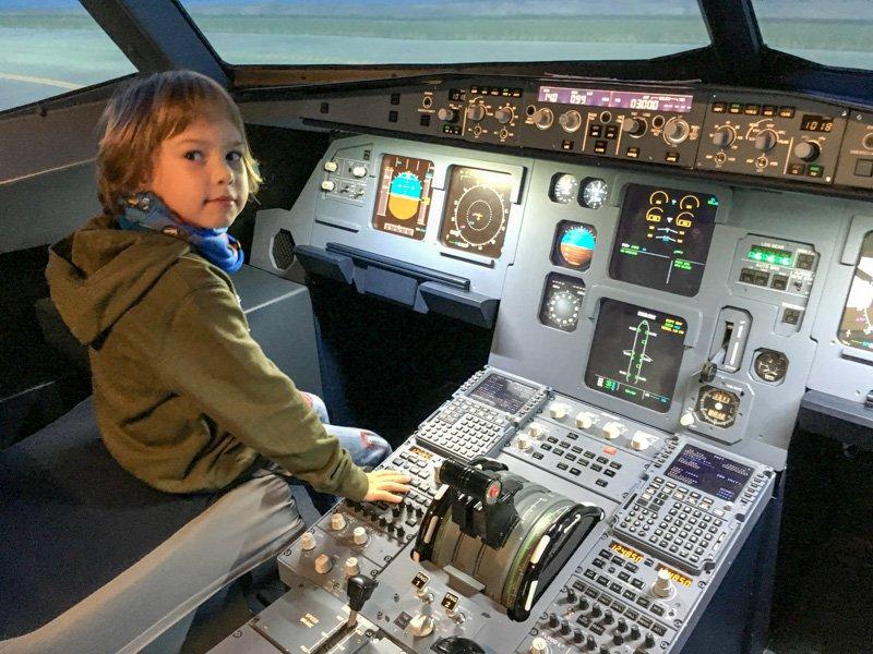 2015-10_JetSim Flugsimulator-015